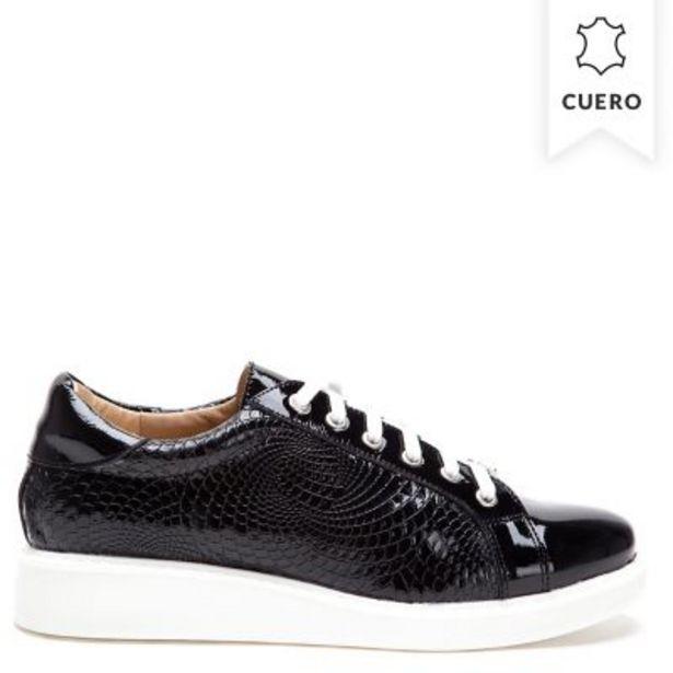 Oferta de Zapatillas de charol con textura por $3999