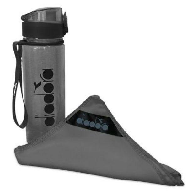 Oferta de Sport pack toalla de microfibra + botella por $540