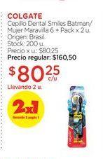 Oferta de COLGATECepillo Dental Smiles Batman/Mujer Maravilla 6 + Pack x 2 u. por $80,25