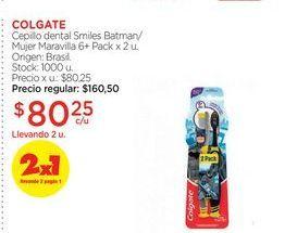 Oferta de COLGATECepillo dental Smiles Batman/Mujer Maravilla 6+ Pack x 2 u. por $80,25