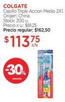 Oferta de COLGATECepillo Triple Accion Medio 2X1. por $113,75