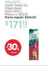 Oferta de COLGATECepillo Twister 2x1. por $171,15
