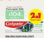 Oferta de Crema dental Colgate natural extracts  por $104