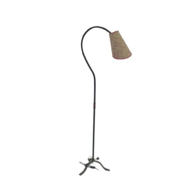 Oferta de LAMPARA DE PIE GRANDE por $3099